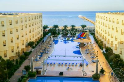 AMC ROYAL RESORT 5 *