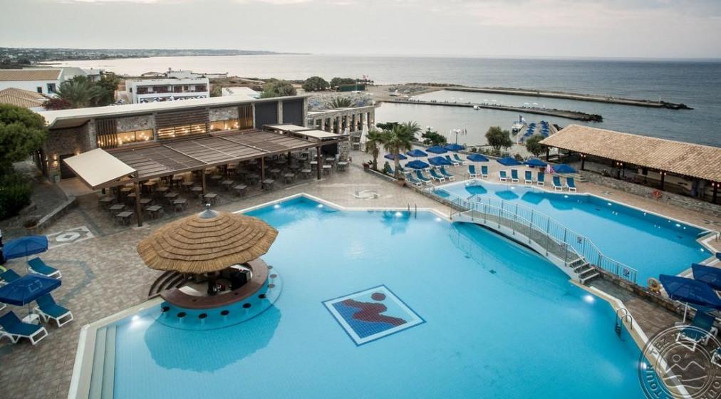 Почивка в NANA BEACH RESORT HOTEL 5*