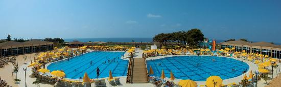 Почивка в LAPHETOS BEACH RESORT & SPA 5 *