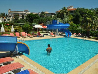 SANDY BEACH HOTEL*