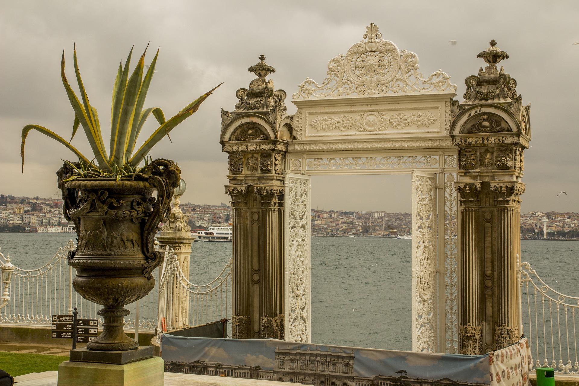 Почивка Нова година в Истанбул с дневен преход от София