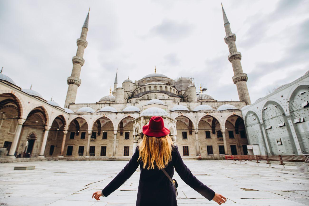 Почивка Нова година в Истанбул с нощен преход от Варна