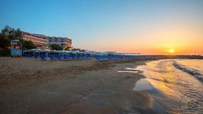 THEMIS BEACH HOTEL 4 *
