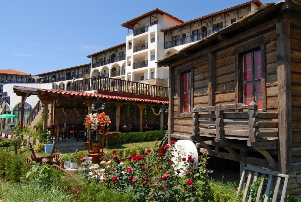 Почивка в DINEVI RESORT THIRD LINE Aparthotel 4*