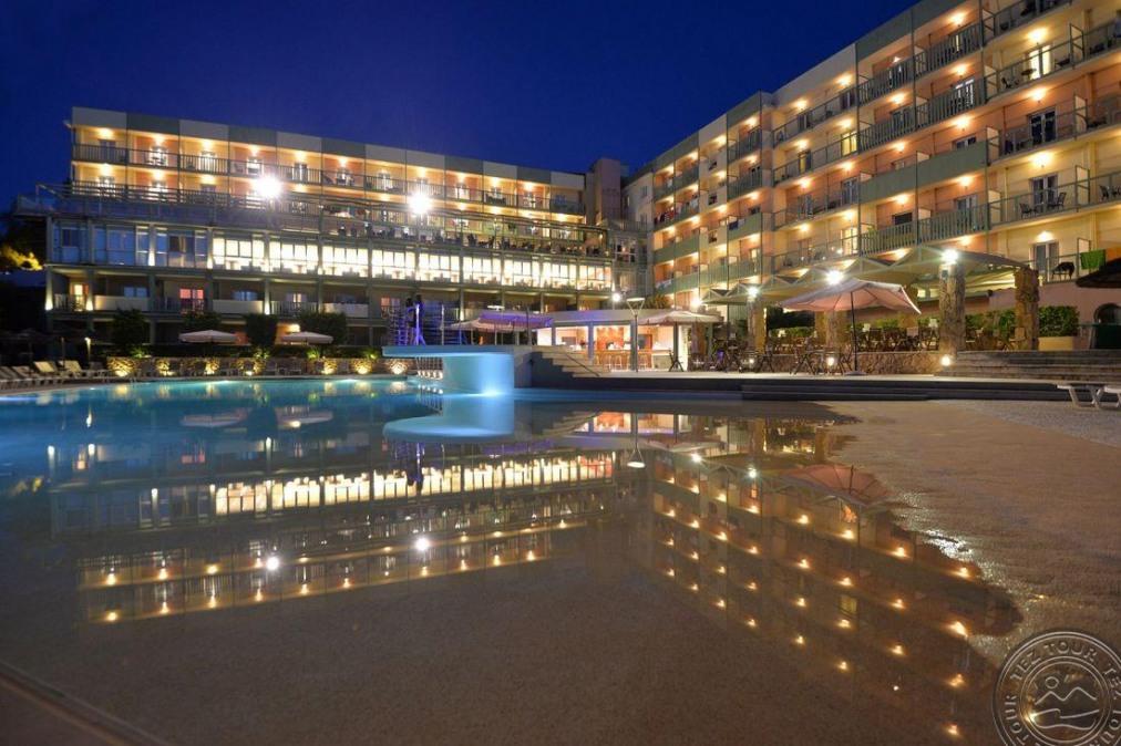 Почивка в ARITI GRAND HOTEL 4 *