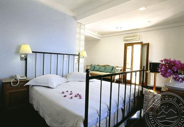 Почивка в THEOXENIA HOTEL SANTORINI 3 *