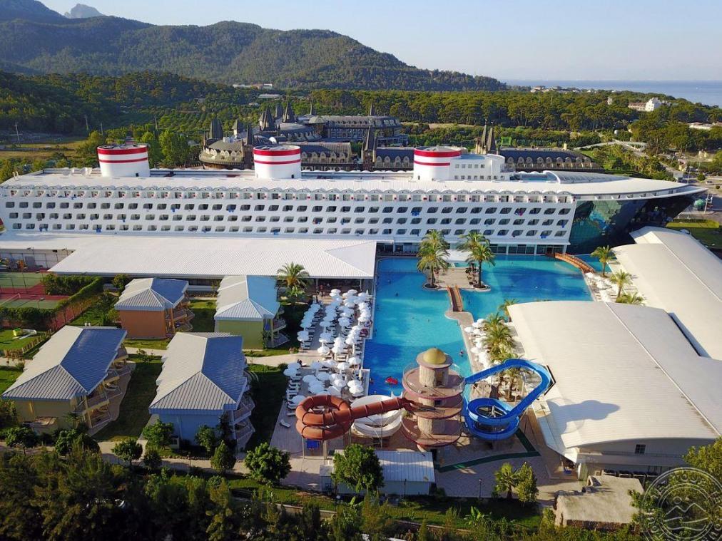 Почивка в TRANSATLANTIK HOTEL & SPA 5 *